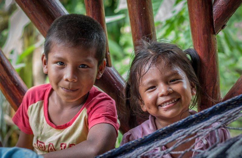 Voici la photo d'enfants de la tribu Bribri que vous pourrez rencontrez lors d'un voyage sur mesure, d'un autotour ou d'un circuit organisé par Arawak Experience, votre agence locale de tourisme pour un voyage au Costa Rica