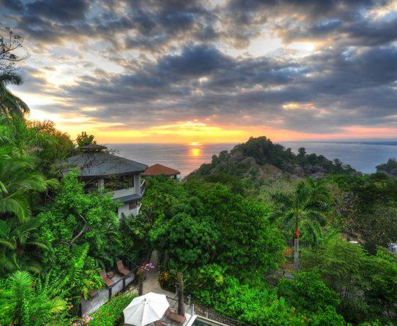 Voici la photo d'un coucher de soleil que vous verrez lors d'un autotour ou d'un circuit organisé par Arawak Experience, votre agence locale de tourisme pour un voyage au Costa Rica