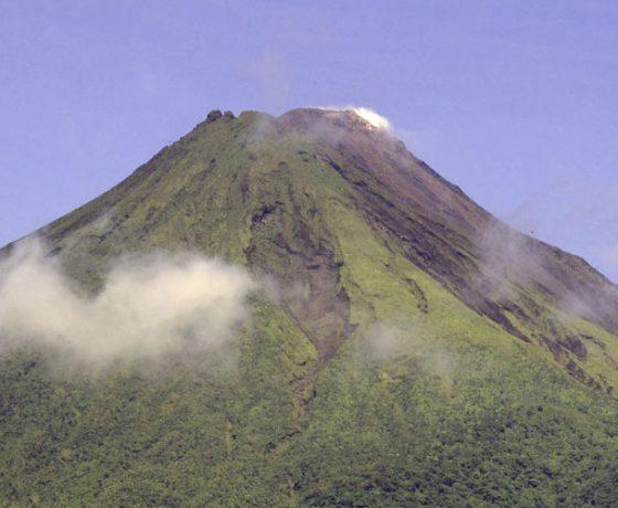 Voici l'image du volcan Arenal que pourrez voir lors d'un voyage sur mesure, d'un autotour ou d'un circuit organisé par Arawak Experience, votre agence locale de tourisme pour un voyage au Costa Rica